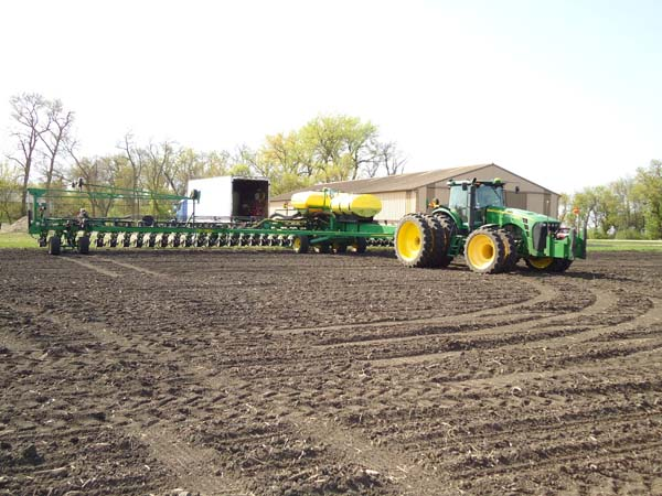 JD 8430 with 48 row 22 planter 003-