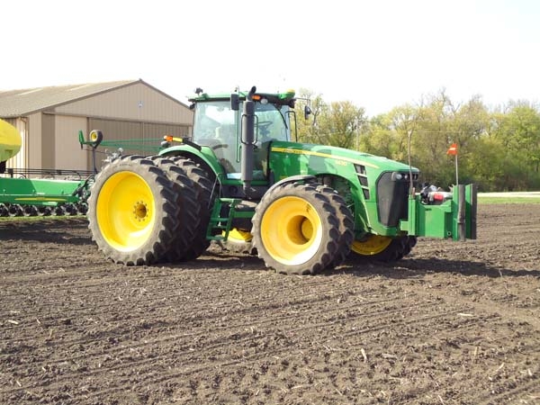 JD 8430 with 48 row 22 planter 004-