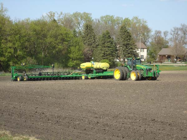 JD 8430 with 48 row 22 planter 006-