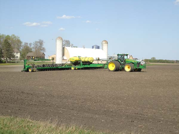 JD 8430 with 48 row 22 planter 007-